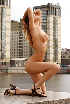 /Skinny model Angela enjoys urban nude art scene