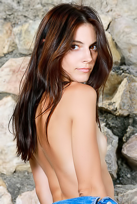 /Dark-haired chick poses totally naked outdoors