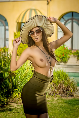 /Europe Vacagion With Naked Gianna Dior