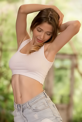 /Extra Hot Busty Nymph Mila Azul