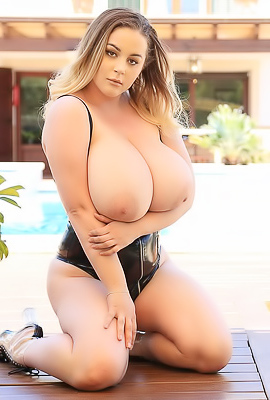 /Holly Garner - Huge Boobs Pics 34J