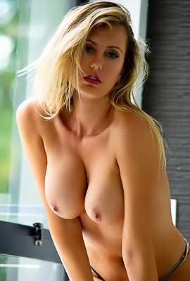 /Stunning And Busty Pornstar Brett Rossi