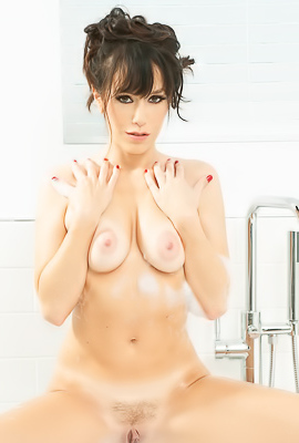 /Wet Babe Alana Cruise Fucking In Bath