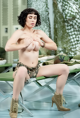 /Kinky Brunette Olive Glass