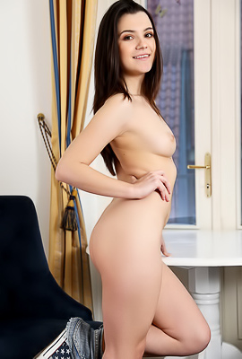 /Haily Sanders Addictive beauty is ready to show her irresistible bod