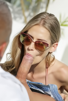 /Tiffany Tatum Having Hot Sex Outdoors