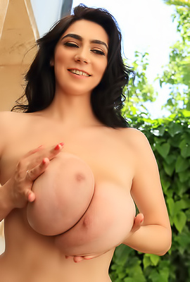 /Luna Amor Great Big Natural Tits