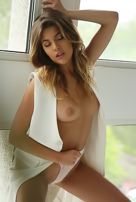 /XoxyQ Sexy Nude Girl With Hot Body