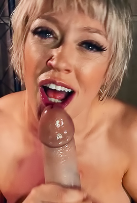 /Dee Williams Feed Her Hungry Ass With Huge Toy