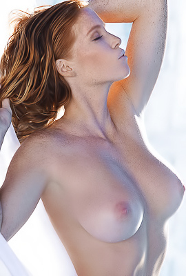 /Glamorous Playboy model Elizabeth Ostrander naked