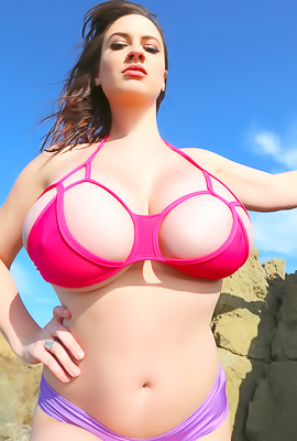 /Lana Kendrick Gives To Show Her Huge Perky Tits
